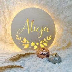 Drewniana dekoracja - lampka nocna z imieniem i motywem kwiatowym